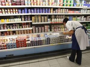 yogur griego en el supermercado chobani nestle danone yoplait hacendado la lechera